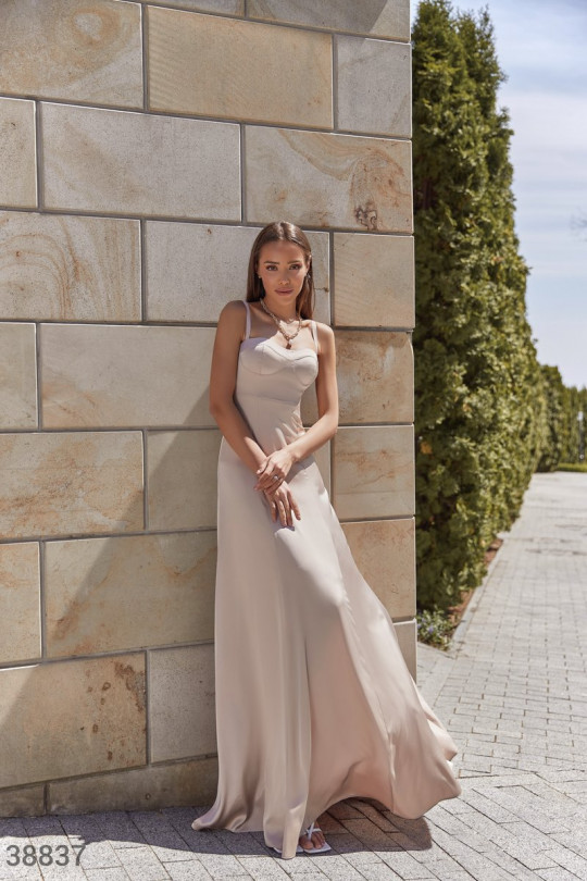 Утонченное шелковое платье