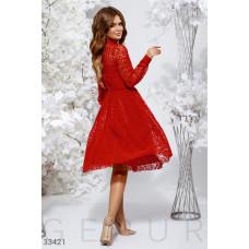 Алое кружевное платье