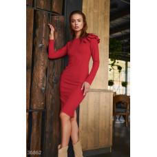 Алое облегающее платье